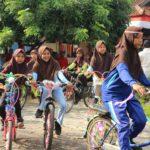 Bersepeda ke Sekolah
