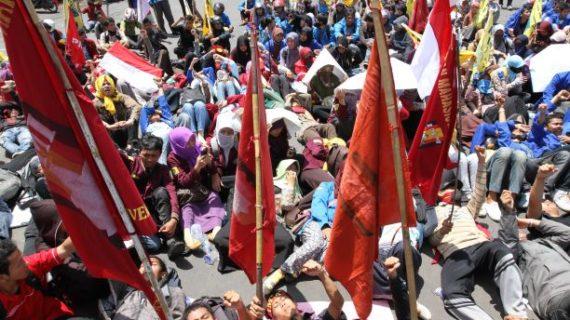 Lima Cara Pulihkan Tubuh Usai Mengikuti Demo Mahasiswa